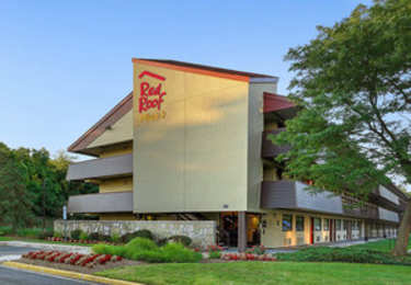 Red Roof Plus Hotel Oxon Hill